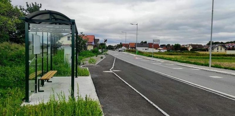 Buswartehäuschen auf der Gramatneusiedler Straße / Landesmann Straße